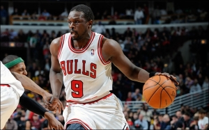 Luol Deng playing for his former team the Chicago Bulls